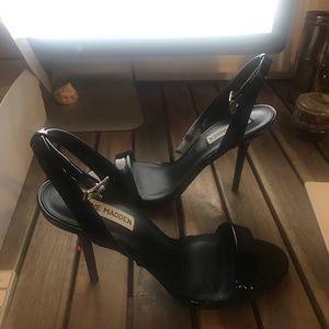 Steve Madden – Indulge Sandal (Black Color)